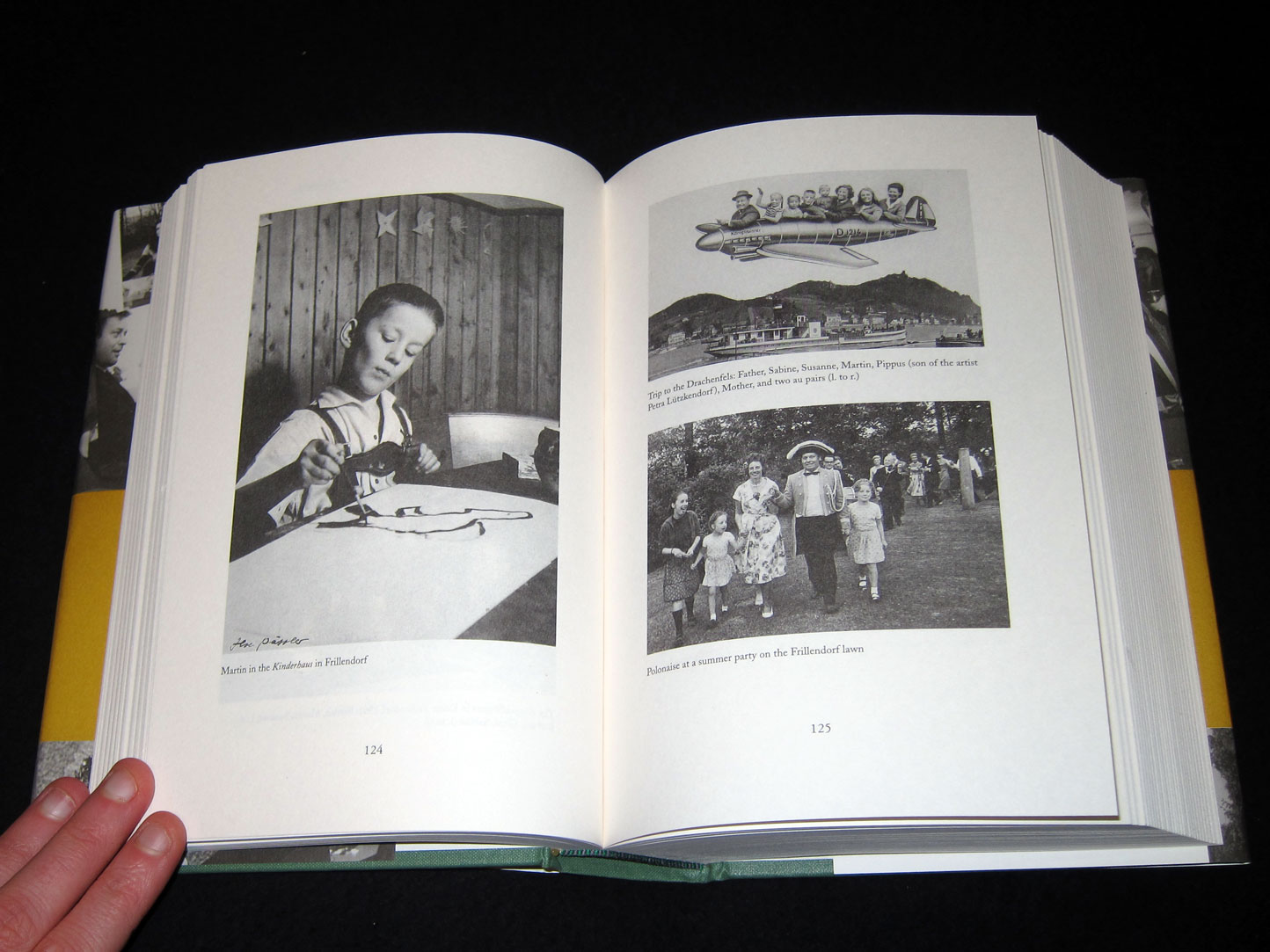 Kippenberger_the_artist_and_his_families_motto_books_00161