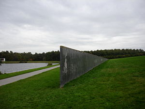 300px-Richard_Serra_Sealevel1