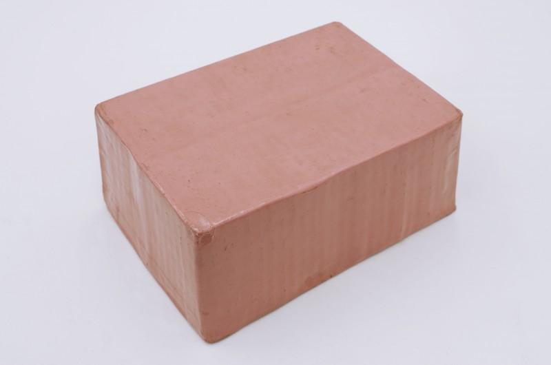 03.-FEW_Versiegelter-rosa-Lackkarton-800x530