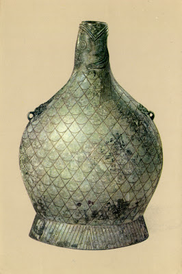 1. Bronze fish-shaped flat hu (wine vessel)