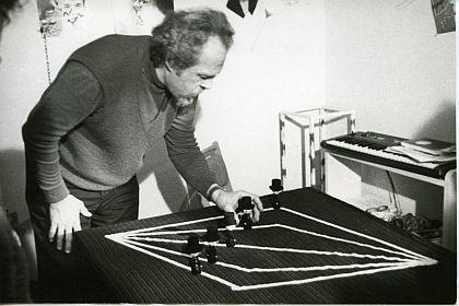 dick-higgins_performance-z-kominiarzami-1987_galeria-potocka_fotmapotocka