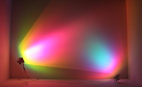 Ann-Veronica-Janssens-Purple-Turquoise-Halogeenlampen-en-lichtfilters