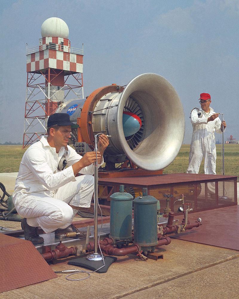 800px-Noise_Research_Program_on_Hangar_Apron_-_GPN-2000-001457