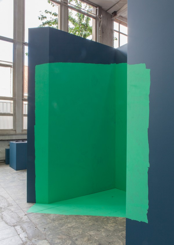 Katja-Mater-Site-Specific-Sensity-Drawing-08_09_15-2015-in-The-Corner-Show'-installation-view-Extra-City-Kunsthal-2015-©-We-Document-Art-600x844