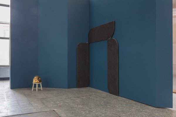 Valérie-Mannaerts-Experimental-Architecture-Ghost-2007-Gabriel-Kuri-2-Soft-Corners-2015-in-The-Corner-Show'-installation-view-Extra-City-Kunsthal-2015-©-We-Document-Art-600x400