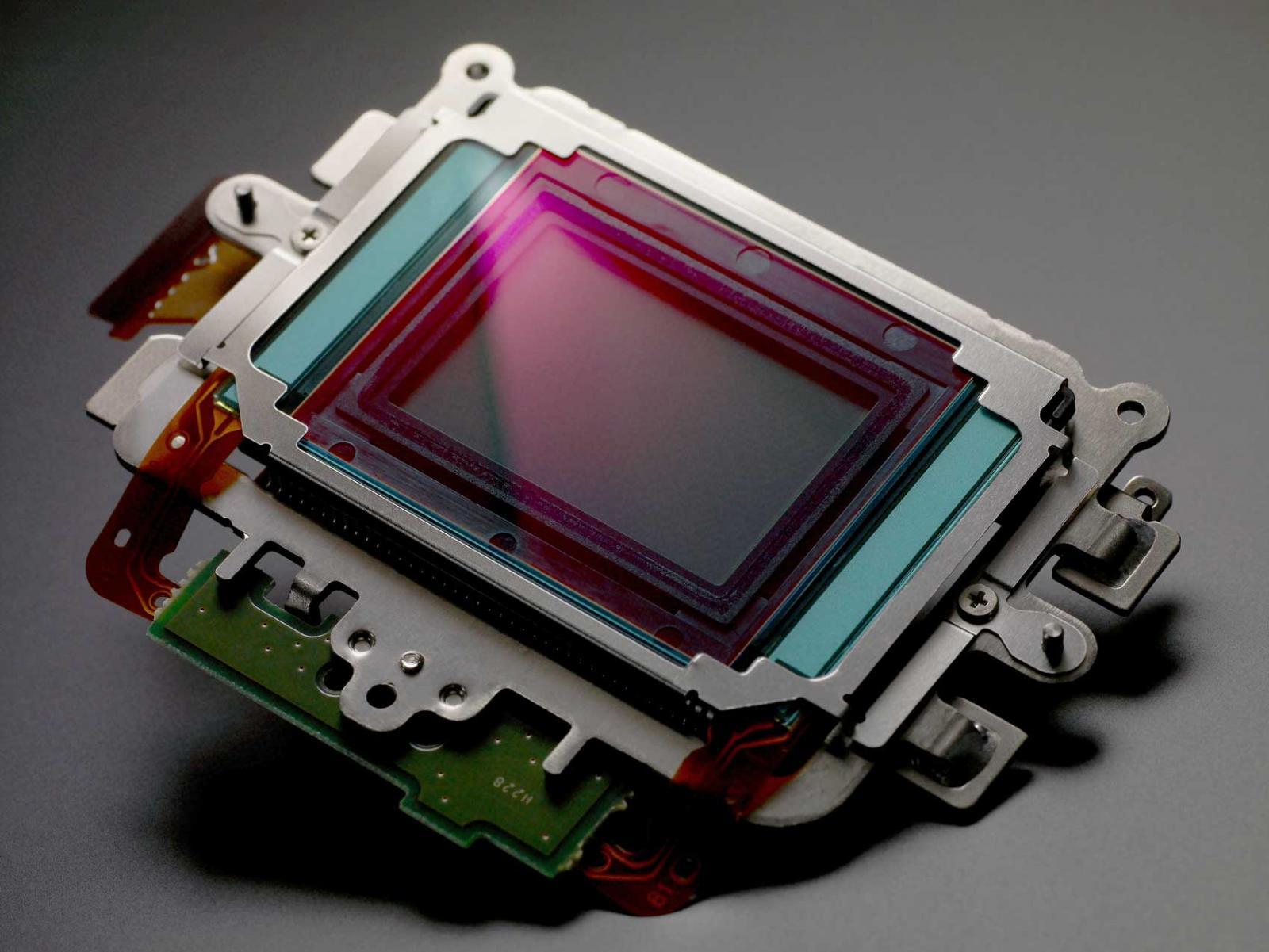 002_canon_cmos_sensor
